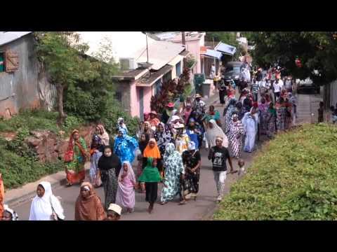 Profanation d'une mosquée à Mayotte. La marche de protestation en images