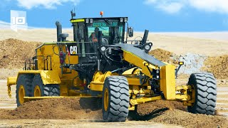 10 Largest and Powęrful Motor Graders in the World
