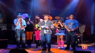 RBD canta en Otro Rollo.  Adal entrevista la banda