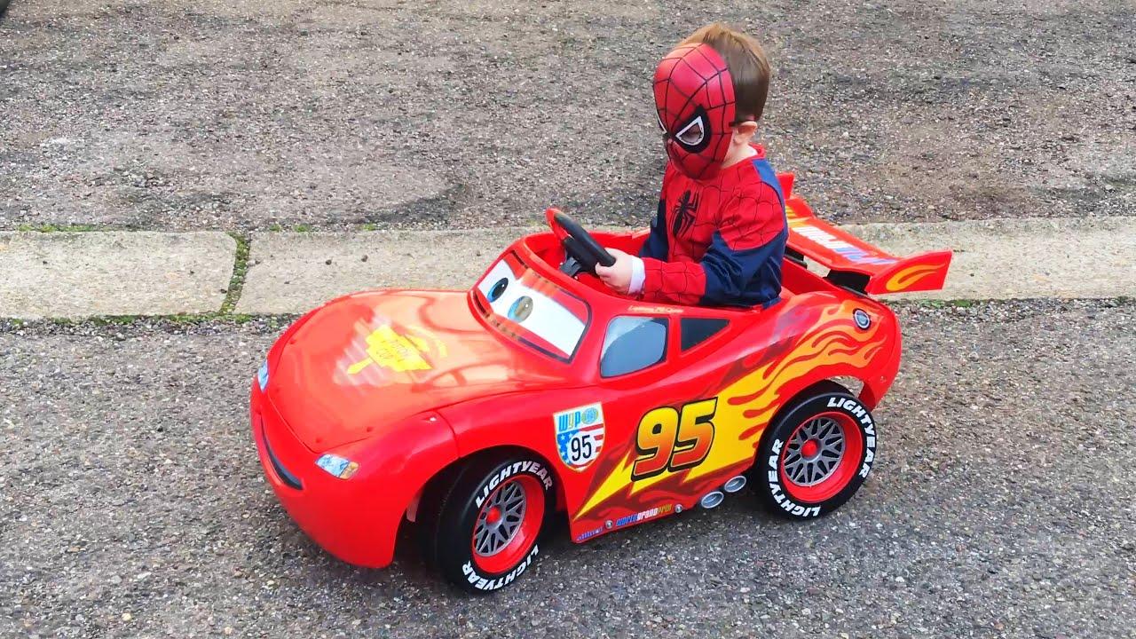 Маленький Мальчик Супергерой Человек Паук Поехал в Магазин ...