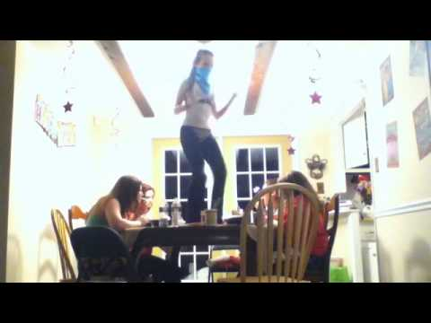 """Harlem Shake"" Teenage Girl Edition"