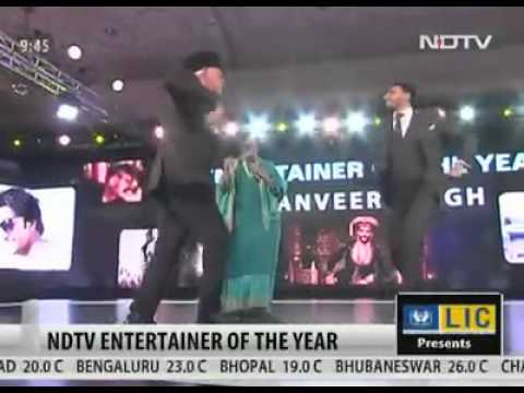 NDTV | Entertainer of the Year |Dr. Farooq Abdullah and Ranveer Singh Shake legs together