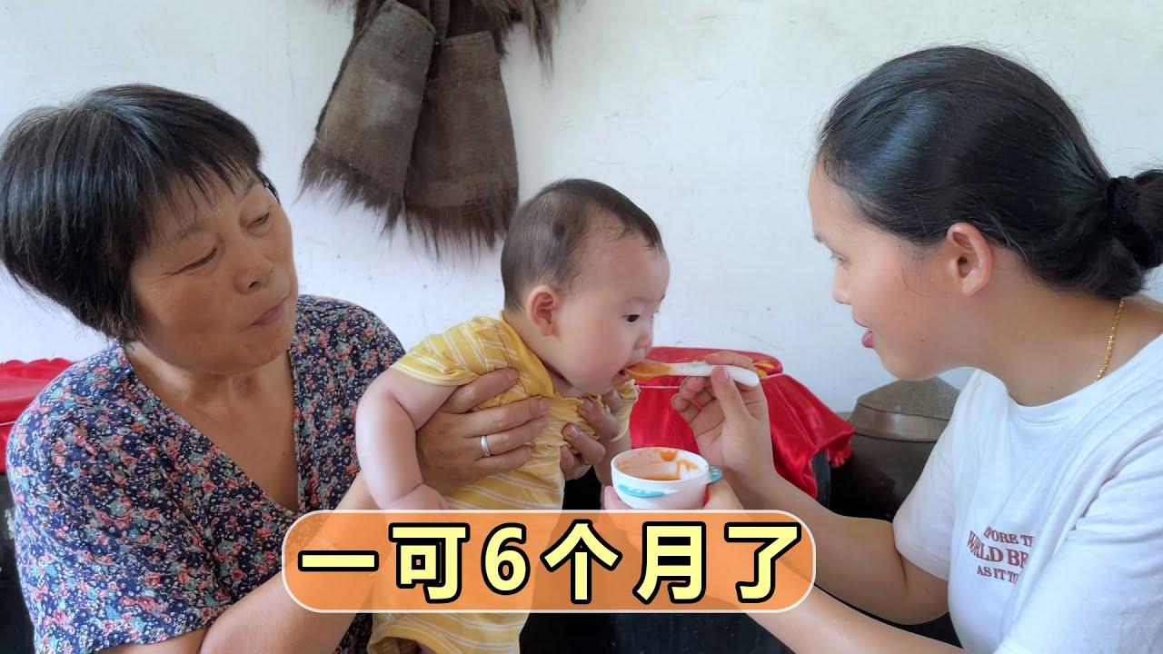 一可出生6个月了,长牙、会坐、会爬、吃辅食,长大了