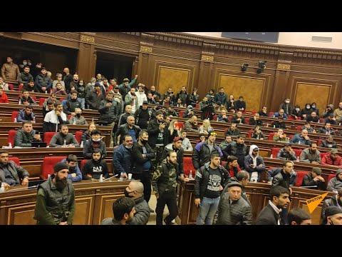 Мятежная ночь в Ереване: хроника событий 10 ноября