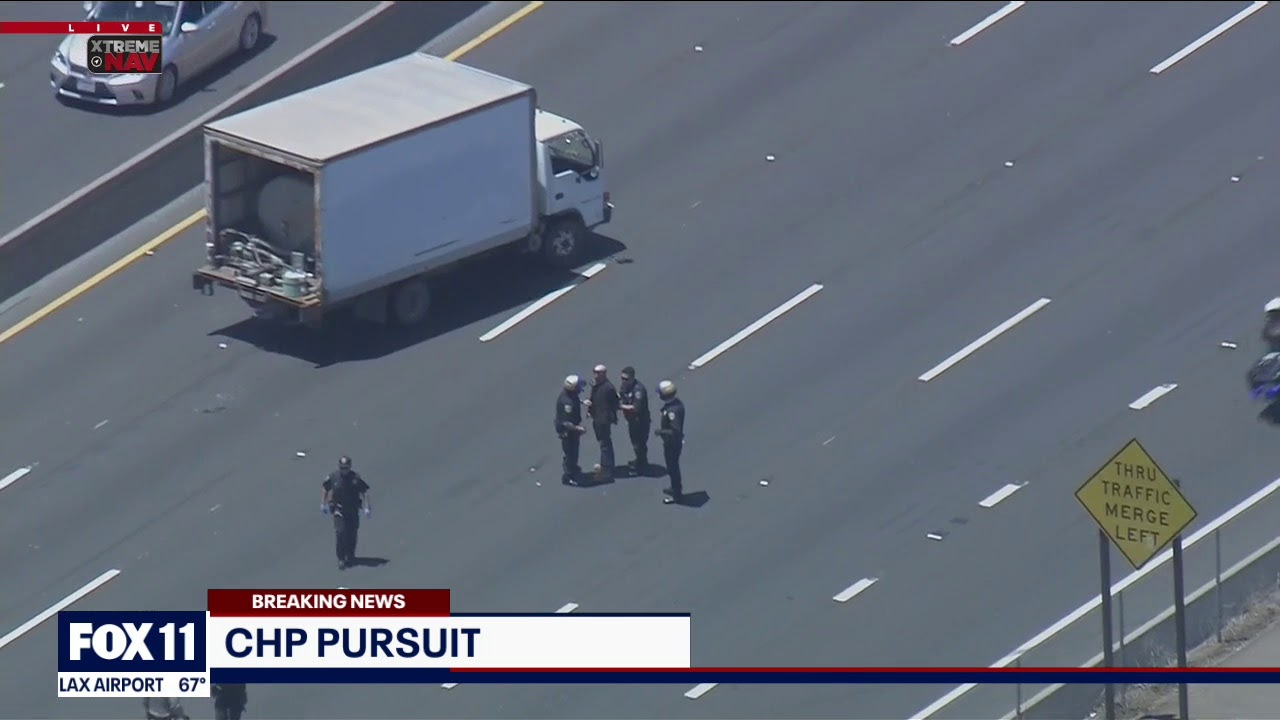 Download Officers in pursuit of vehicle near Van Nuys