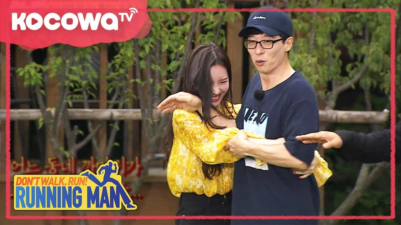 [RunningMan] Ep 367_0910_JaeSeok spontaneously pushed away SunMi when she hugged him