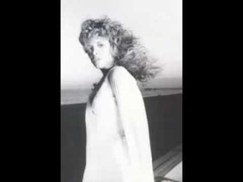 stevie-nicks-outside-the-rain-6-1-1979-work-tape-edited-clip-paul-hamann