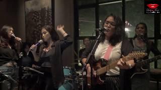 Berharap Tak berpisah (Live Performance) by Lady in Tones @ Libris