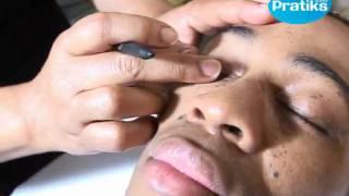 Comment faire un maquillage pour homme avec une peau foncée