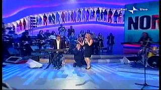 Lorella Cuccarini canta La notte vola con i Nomadi a Domenica in