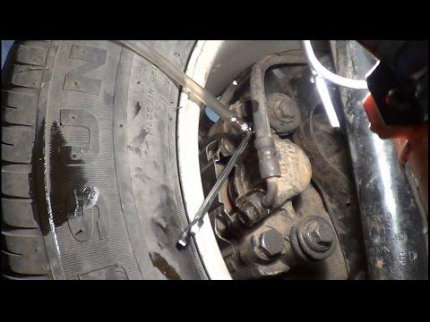 видео: Замена тормозной жидкости и прокачка тормозов
