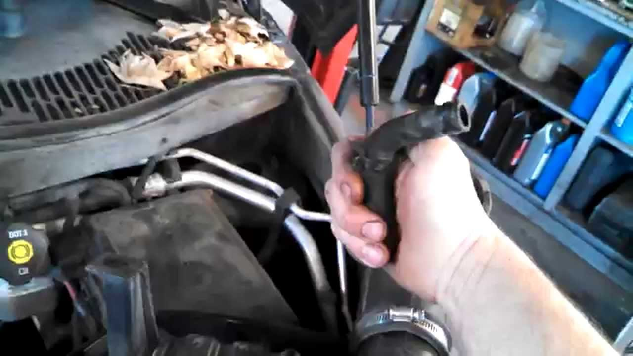 Air filter replacement 2006 Chevrolet HHR Install Remove Replace - YouTubeYouTube