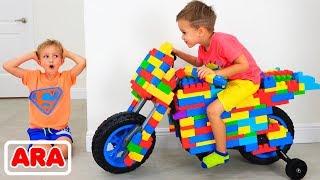 يتظاهر فلاد ونيكيتا بركوب الدراجة الرياضية ويلعبان بالألعاب