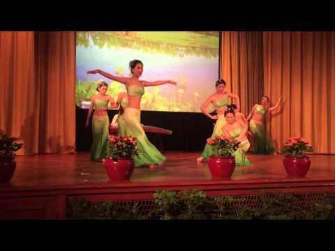 Chinese Folk Dance - Dai Girls in the Waterside