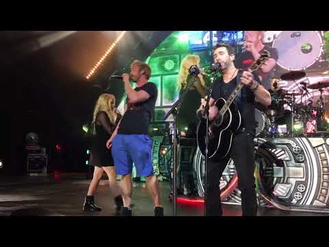Nickelback ft. Avril Lavine in HD Rockstar at The Greek