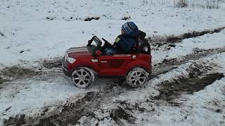 видео: Детский электромобиль по грязи и снегу. Бездорожью. BMW X5