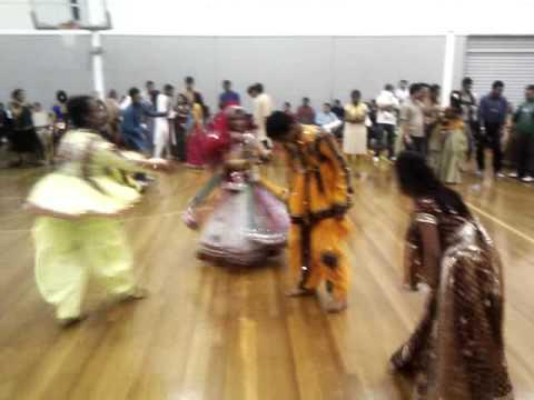 Falguni Pathak Garba 2010 jamkudi