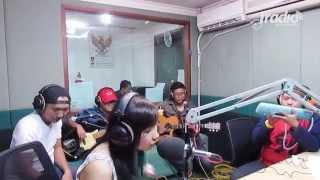 Video Angin Mamiri - Ten 2 Five di Indokustik Masih Sore Sore IRadio download MP3, MP4, WEBM, AVI, FLV April 2018