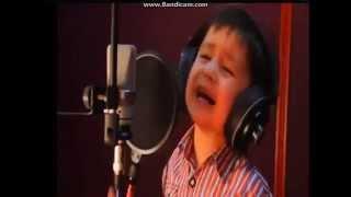 Мальчик из Афганистана поет на фарси песню Далера Назарова(4-летний мальчик по имени Джурабек из Афганистана поет на фарси песню Далера Назарова. Голосище у ребенка..., 2013-07-29T08:37:02.000Z)