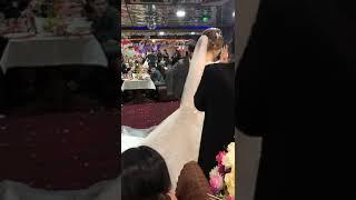 Невеста танцует с братом жениха