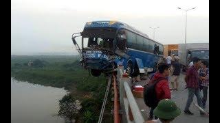 Tai nạn kinh hoàng trên cầu Thanh Trì, xe khách suýt rơi xuống sông