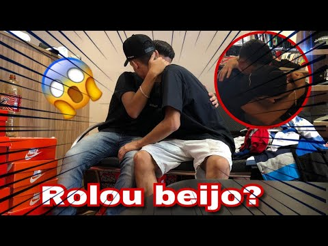 TROLLEI MEU AMIGO FINGINDO SER GAY E ELE ME BEIJOU! (TROLAGEM)