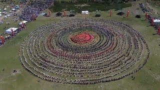 Tibet'te geleneksel gösteri 'dünyanın en büyük dansı' ilan edildi