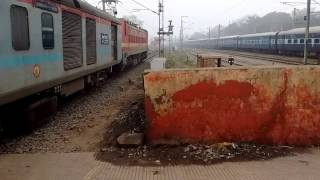 Video 12393 Sampoorna Kranti Express departing from Danapur. download MP3, 3GP, MP4, WEBM, AVI, FLV Mei 2018