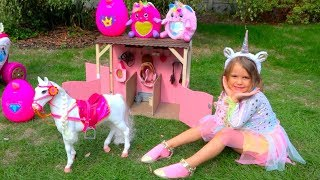 Katy pretend play to build a play house for magic horse