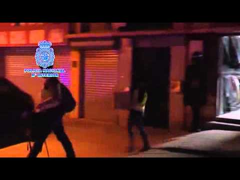 Detenido en Narón un hombre acusado de vender prendas con emblemas yihadistas y fotos de atentados
