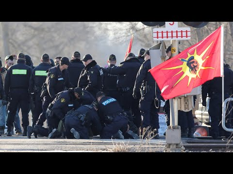 Police Arrest Indigenous Land Defenders After Trudeau Demands an End to Blockades