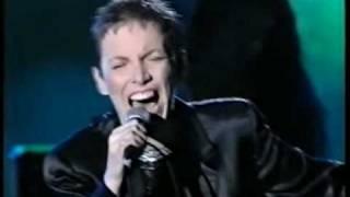 Annie Lennox - Money Can't Buy It (Sopot, Poland, 29.8.1995) 1/13