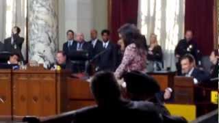 Julia Louis-Dreyfus speaks on behalf of the LA plastic bag ban