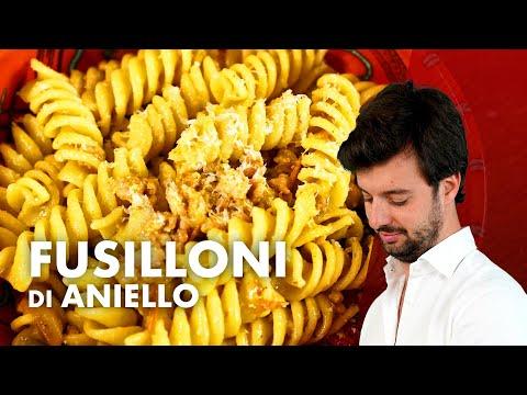 Fusilloni con salsiccia e pomodorini gialli, omaggio alla cucina napoletana. *VIAGGI*