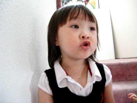 """Baby Singing """"Ba Oi Ba""""(Vietnamese)"""