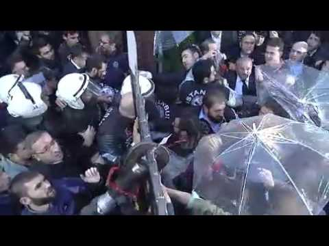 Turkish police fire tear gas on journalists during raid of critical media group 2