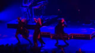 Banks - Underdog - Live at the Apollo London!