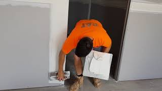 How to use a Hawk & Trowel Plastering (DRYWALL)