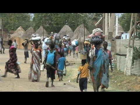 South Sudan's Malakal residents flee fighting