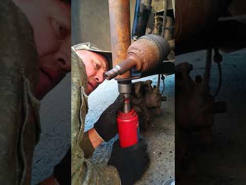Рено Меган Сценик 2 замена шаровых опор без снятия рычага,в полевых условиях,подручным инструментом.