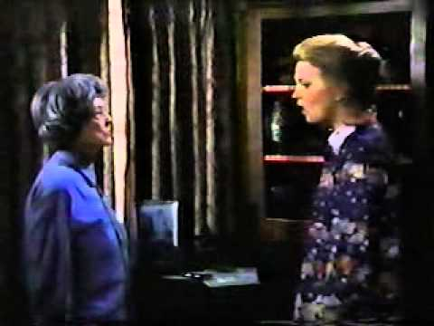 Bette Davis And Gena Rowlands In Strangers Story Of A