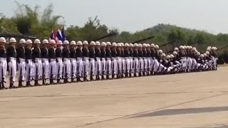 Военный парад ТАИЛАНДА. Танцующие морские пехотинцы.