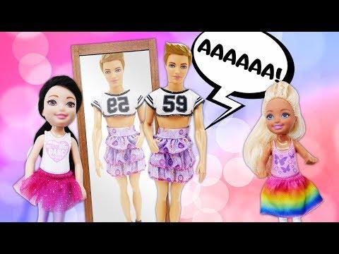 Куклы Барби наряжают Кевина - Видео про Барби для девочек