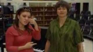 Kelly Clarkson Hometown Premiere pt2
