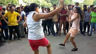 Delhi Girls dancing On Chandigarh waliye Song | #Raahgiri #Day Canaught Place