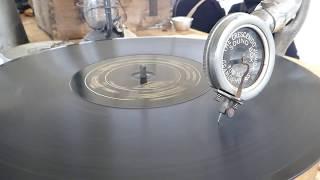 Le Poilu de la Marne - le phonographe
