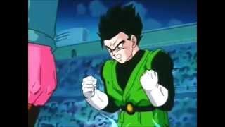 Gohan se transforma em SSJ2 no torneio de artes marciais.