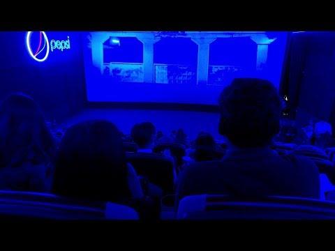Большой парящий экран в кинотеатре Broadway / УтроLive / НТС