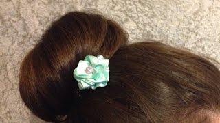 Как сделать цветок из атласной ленты (на шпильке для волос)(В этом видео подробно описано как легко сделать цветок из атласной ленты. Для того, чтобы сделать цветок..., 2014-07-22T10:52:34.000Z)