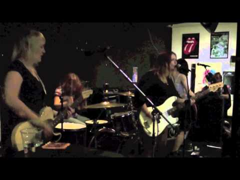 ListenToThisBand: Introducing:  Hearts Under Fire Live @ New Cross Inn - Its Not Me Its You